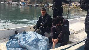 Denizde cesedi bulunan balıkçının polis oğlu babasının elini tutup ağladı