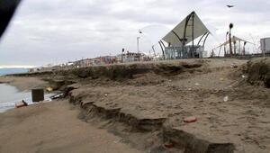 Kabaran Karadeniz, mavi bayraklı plajda erozyona neden oldu