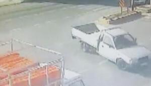 Kamyonetlerin kazası güvenlik kamerasında
