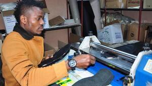 Nijeryalı futbolcu, Manisada ayakkabıcı oldu