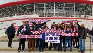 İbradılı öğrencilerden Antalyaspora destek