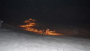 Bitlisteki meşaleli kayak gösterisi ilgiyle izlendi