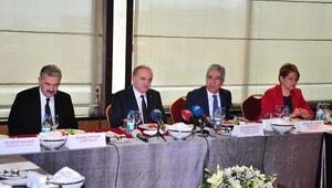 Bilim, Sanayi ve Teknoloji Bakanı Faruk Özlü İzmirde konsoloslarla bir araya geldi