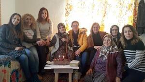 Kadınlar, yaşlıları ziyaret etti