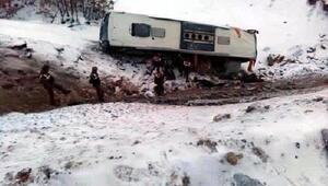 Kayseride 21 yolcunun yaralandığı kazada, otobüse otomobil çarpmış
