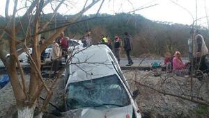 Otomobil şarampole yuvarlandı: 2si ağır 7 yaralı