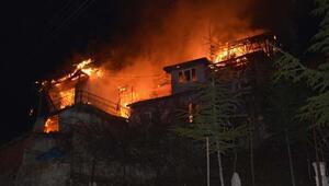 Tokatta 3 ahşap ev yangında kül oldu