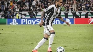 Alves, Barcelona yöneticilerini suçladı