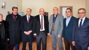 AK Partili Ilıcalı, CHPli Kılıçı kutladı