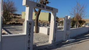 PKKnın 30 yıl önce katlettiği 8 köylünün mezarı şehitlik oldu
