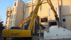 Tekirdağ Büyükşehir Belediyesi'nin eski binası yıkılıyor