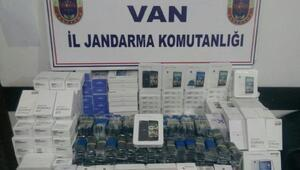 Vanda 1031 kaçak cep telefonu ele geçirildi