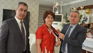Taşkesenligilden Şampiyon Zeynepe altın