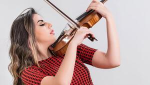 Müzisyen Melisa Uzunarslan 'Bir Aşk Şarkısı'yla rekora koşuyor