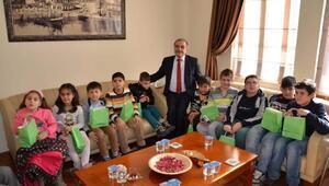 Görme engelli öğrenciler Gelibolu Belediyesini ziyaret etti