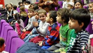 Trabzonda şehit ve gazi çocuklarına burs için Hacivat Karagöz gösterisi