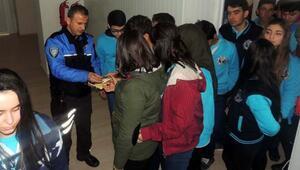 Polisten öğrencilere eğitim