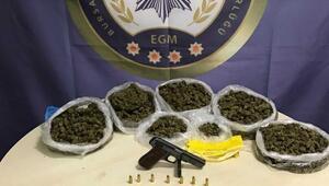 Bursada hassas terazili uyuşturucu satıcılarına baskın