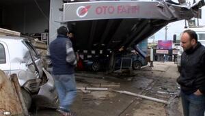 Sürücüsü kalp krizi geçiren kamyonun çarptığı 10 araç hurdaya döndü
