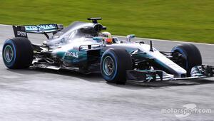 Mercedes W08 görücüye çıktı