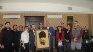 Başhekime Atatürk portresi