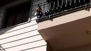 Başı balkon demirine sıkışan minikt Fatih'i itfaiye kurtarırdı