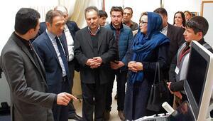 Afgan sağlıkçılar İzmirde hastane gezdi
