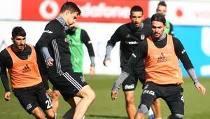 Mitroviç ve Adriano takımla çalıştı