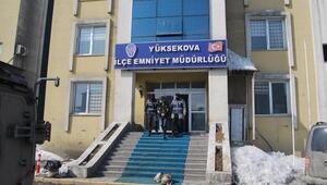 Yüksekovada PKKnın toprağa gömülü silah ve mühimmatı ele geçirildi