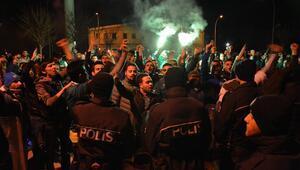 Bursaspor otobüsüne saldırı Futbolcular darp edildi...