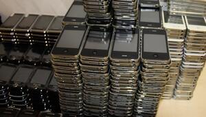 Kaçak cep telefonları gümrüğe takıldı