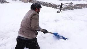 Engelli Muratın zorlu kar temizliği