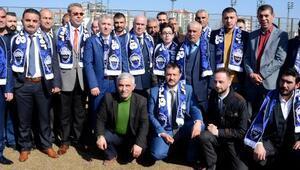 Kongresini antreman sahasında yapan Kayseri Erciyessporun yeni başkanı Saffet Külahçı