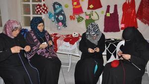 Suriyeli savaş mağduru kadınlar üreterek geçiniyor