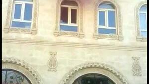 Mardinin Savur Belediyesine operasyon, başkan gözaltına alındı, belediyeye Türk bayrağı asıldı