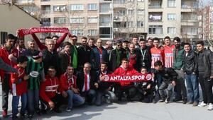 Akhisar ve Antalyaspor taraftarından örnek davranış