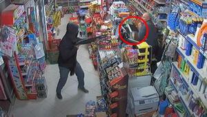 Marketçi, tüfekli soyguncuyu veresiye defteriyle kovaladı