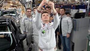 Tofaş'ta, başkandan onay 'selfie'si