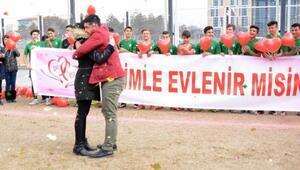 Antrenör maç öncesi evlenme teklif etti