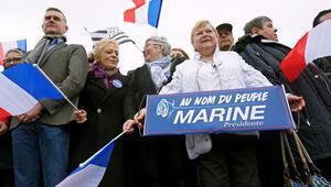 Le Pen karşıtları polisle çatıştı