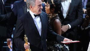 Oscar Ödüllerinde yanlış zarf skandalı