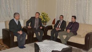 Başkan Vekili Akgülden hasta ve yaşlılara moral ziyareti