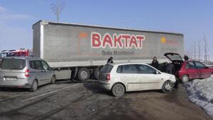 Erzurumda sis nedeniyle zincirleme kaza: 5 yaralı