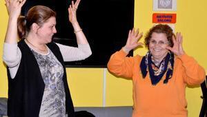 İşaret dilini öğreniyorlar