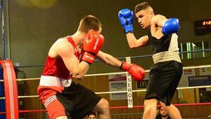 Fransa'nın Cernay kasabasında boks galası yapıldı.