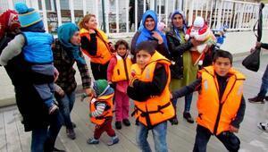 Çeşme ve Dikilide 94 mülteci yakalandı