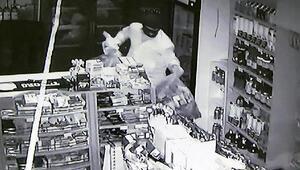 Marketteki kar maskeli soygun kamerada