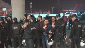 Galatasaraylı taraftarlardan yönetim protestosu