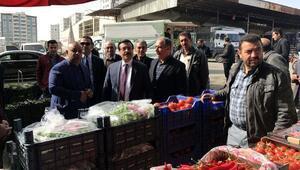Başkanvekili Atilla, sebze ve meyve hali esnafını ziyaret etti