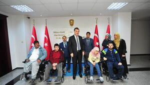 Suriyeli engellilere akülü sandalye